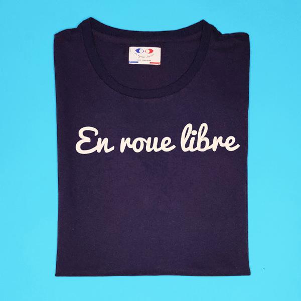 tee shirt français femme bleu marine en roue libre packshot